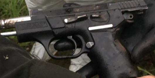 Esta sería el arma homicida que le incautaron a los presuntos sicarios.