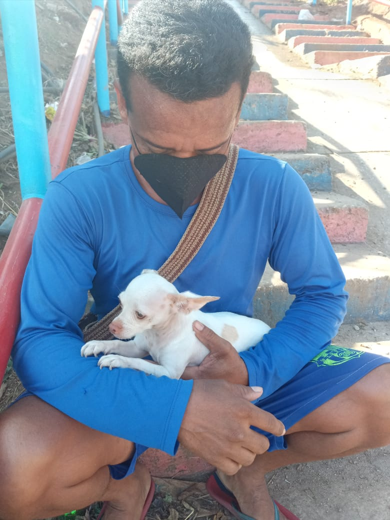 Javier el hombre que encontró a la perra