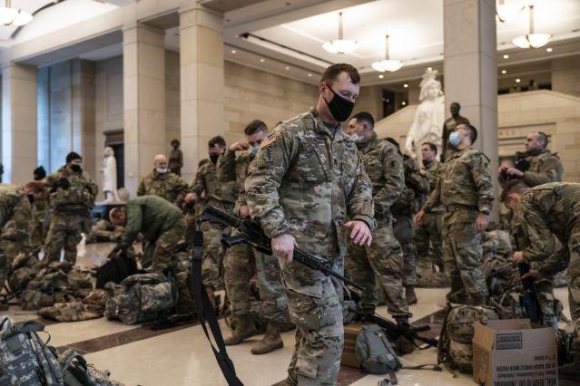 Militares en el Capitolio de los Estados Unidos.