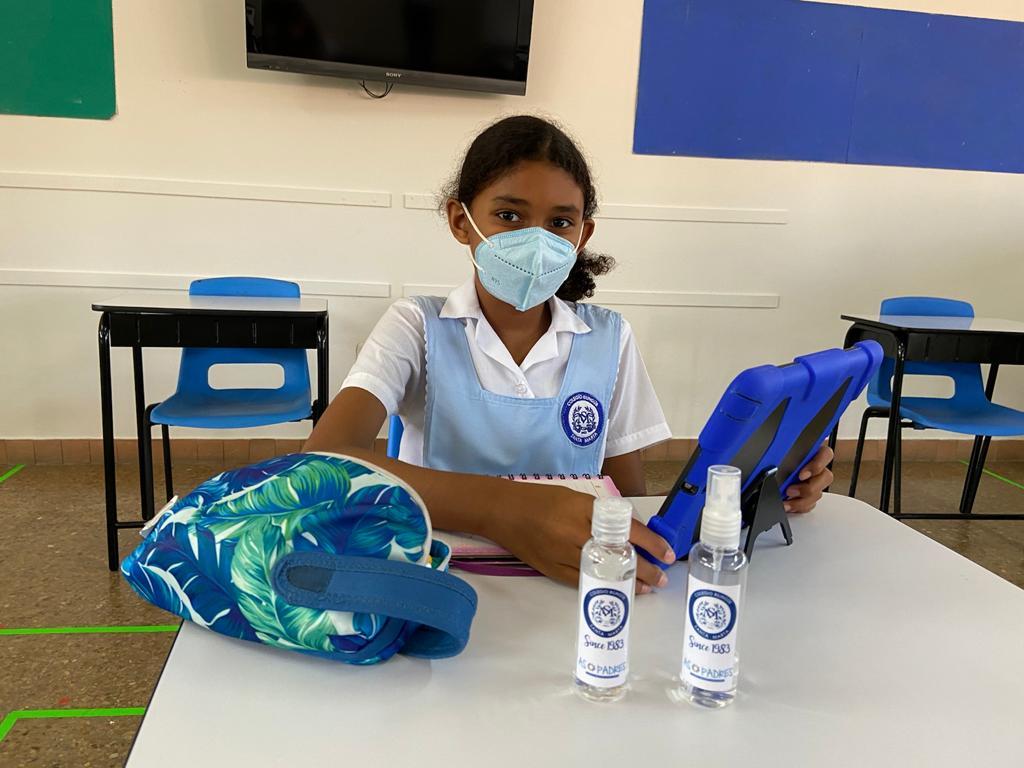 Los estudiantes cuentan con productos de desinfección a la mano