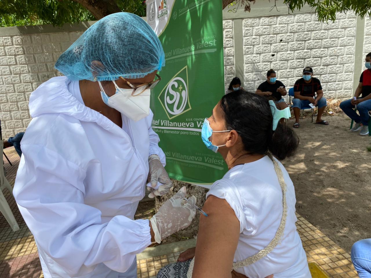 Nueve puntos de vacunación se instalaron en El Banco.