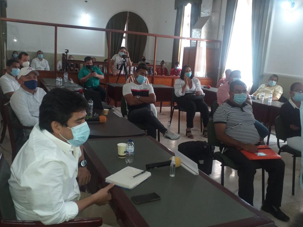 Los diputados de la 'mayoría' votaron positivo en la proposición de moción de censura.