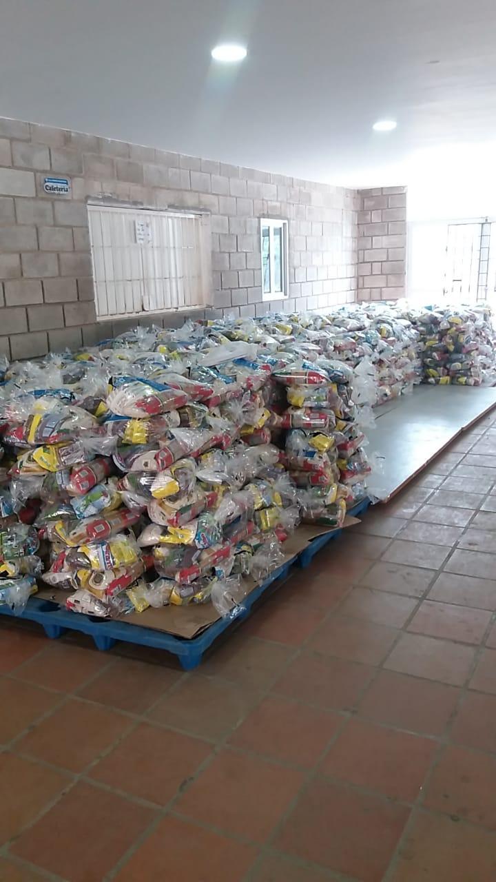 Muestra de cómo los alimentos destinados a los niños se mantiene en los colegios.