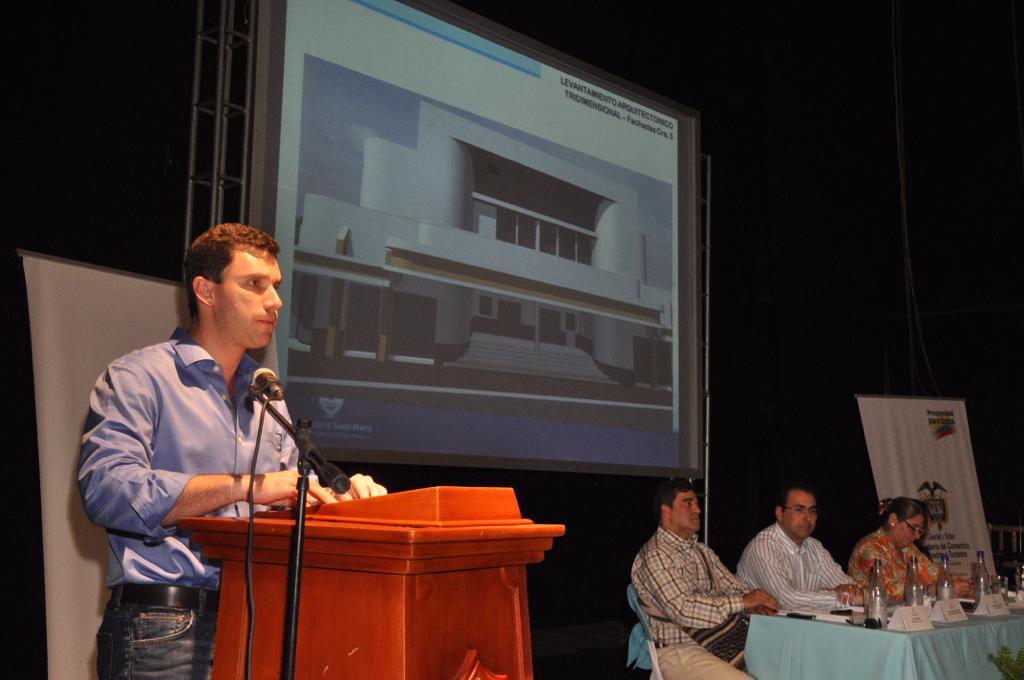Juan Pablo Díaz Granados, durante el discurso el día de la firma del convenio para renovar el teatro.