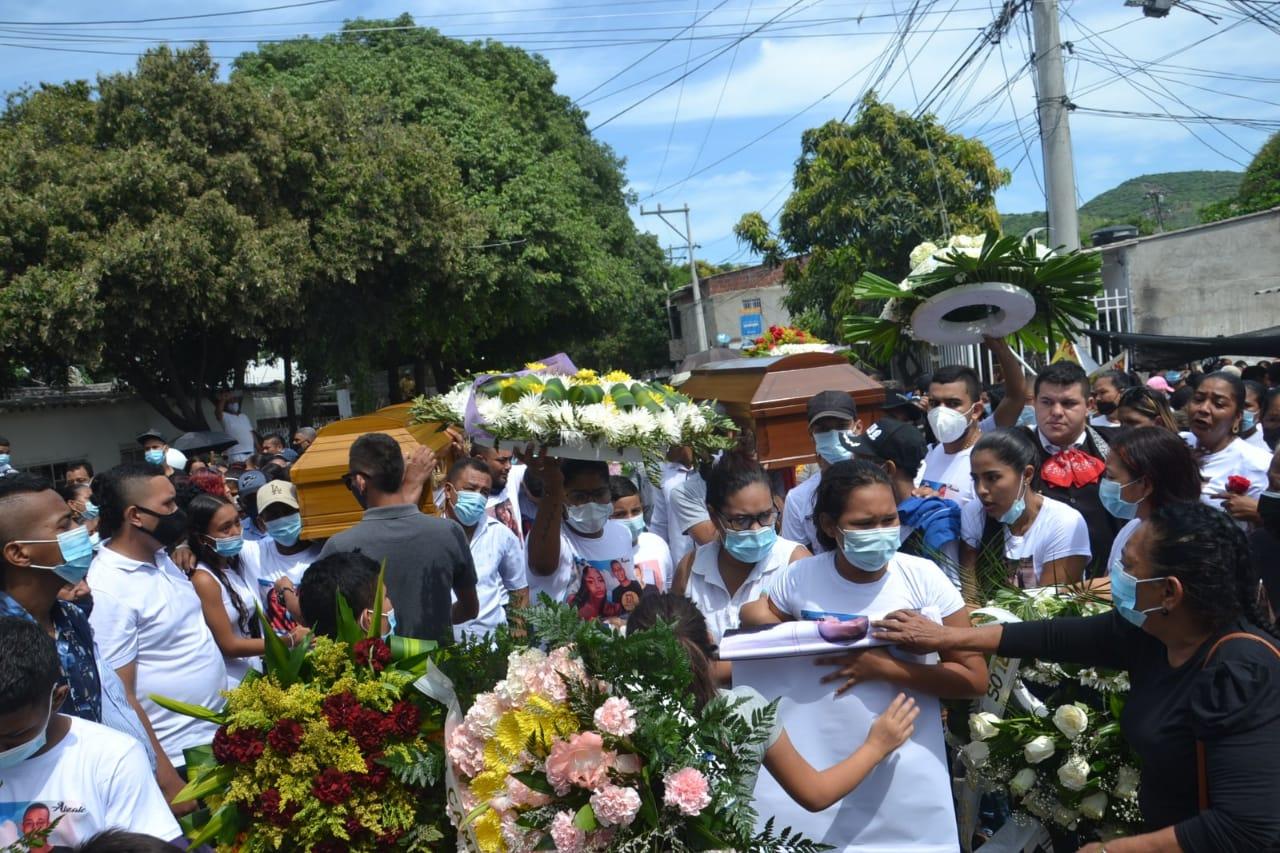 Honras fúnebres de Laura De Lima y Juan Alzate.