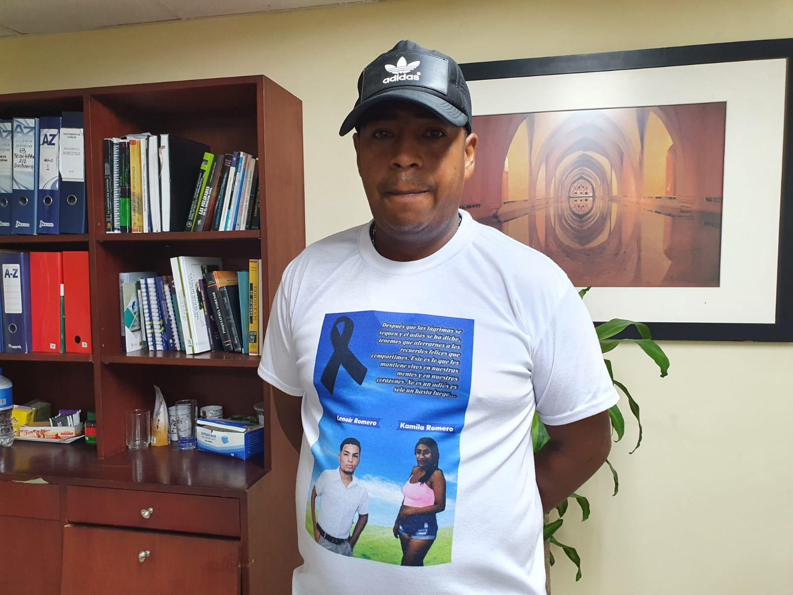 Jair Romero es mesero en El Rodadero.