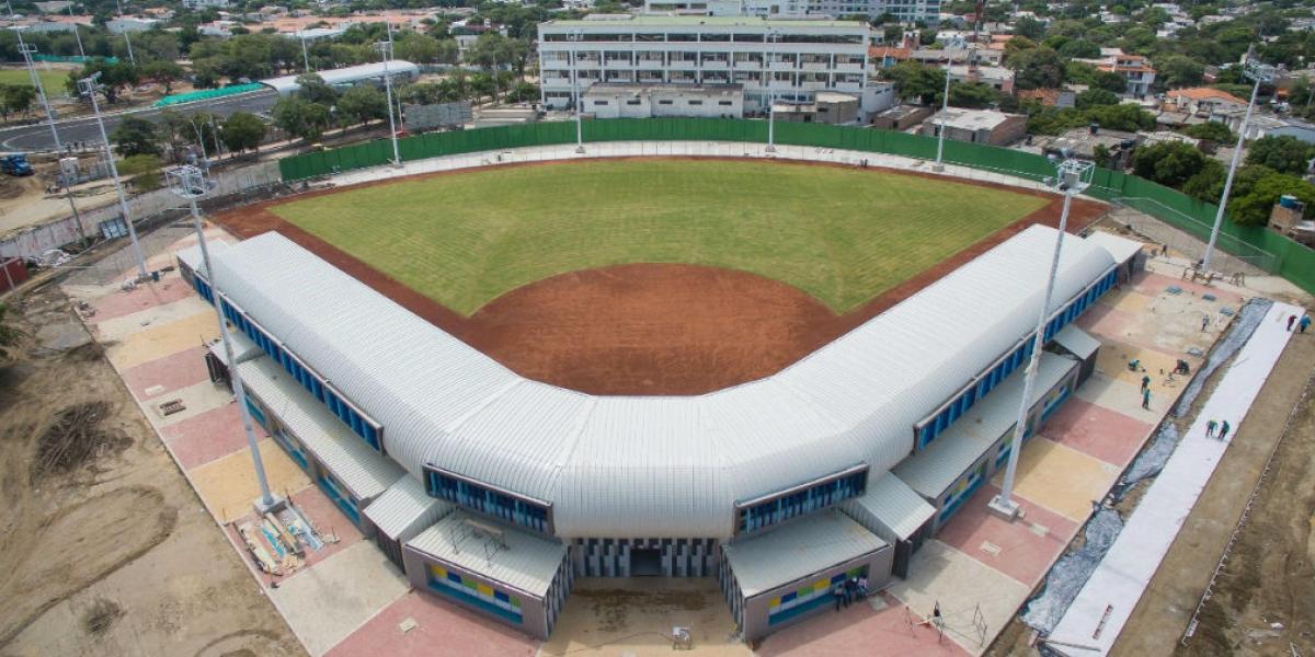 Panorámica del estadio de softbol, prácticamente terminado.