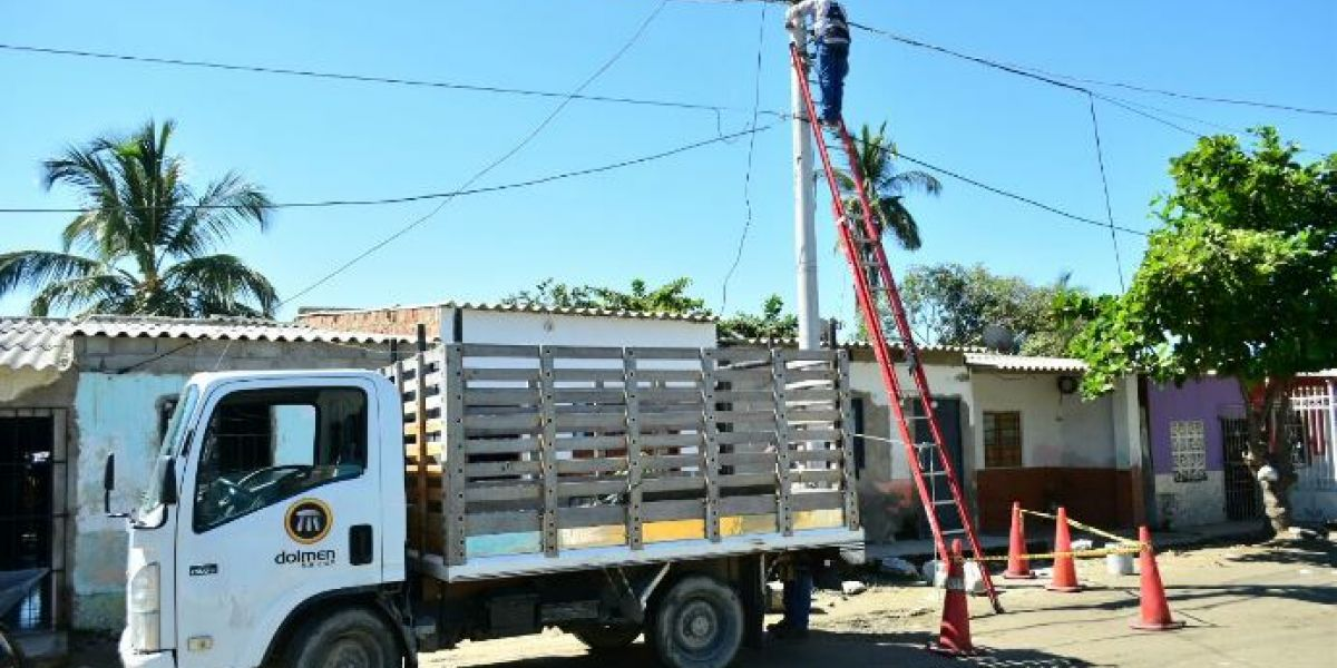 Instalación de luminarias en barrios de Ciénaga