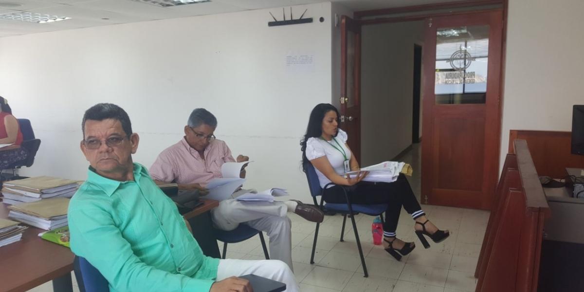 Joaquín González Iturriago, director del ICBF Magdalena y y la supervisora de contratos de esa institución, Iris Martha Narváez Manjarrez.