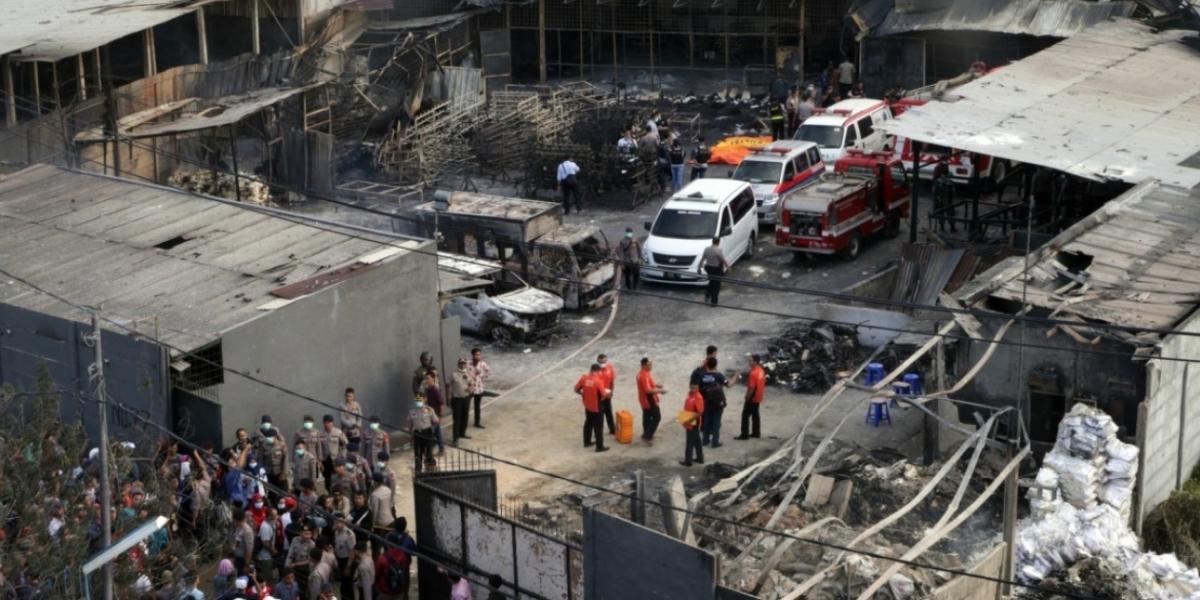 Lugar donde se produjo el incendio en Indonesia en una fábrica de fuegos artificiales.