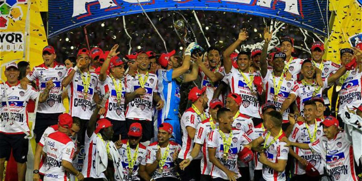 Junior celebra su segundo titulo en la Copa Águila.