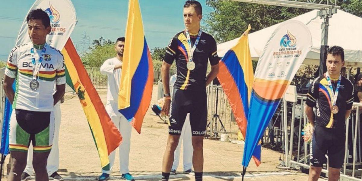 Fabio Castañeda con la medalla de oro.