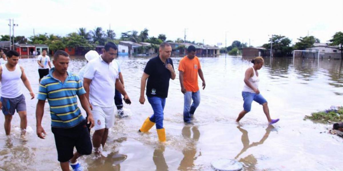 El alcalde recorrió los barrios afectados por la emergencia invernal.