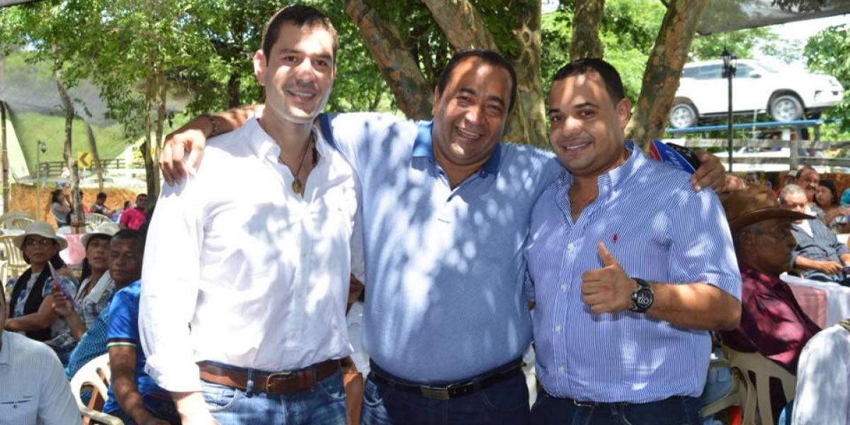 Carlos Mario Farelo (der), con el Mello Cotes, su gran amigo, y Armando Andrade (centro), garante de la unión.