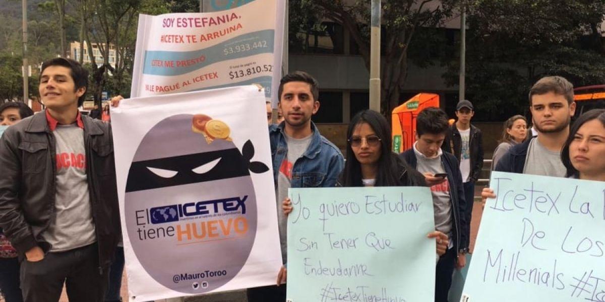 Protexta de estudiantes contra el Icetex.