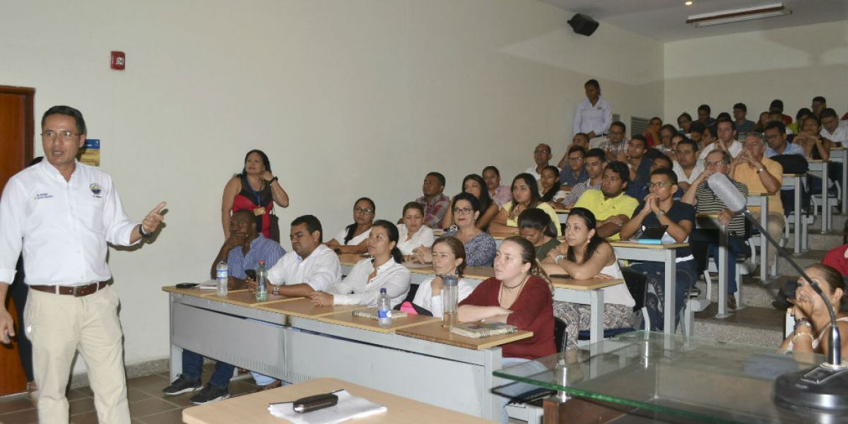 El evento contó con la presencia de los directores de los siete programas de ingeniería, además asistieron estudiantes, docentes e investigadores.