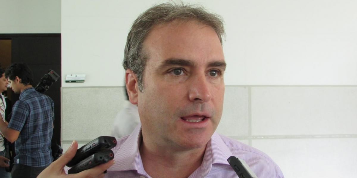 Pablo Felipe Robledo, Superintendente de Industria y Comercio.