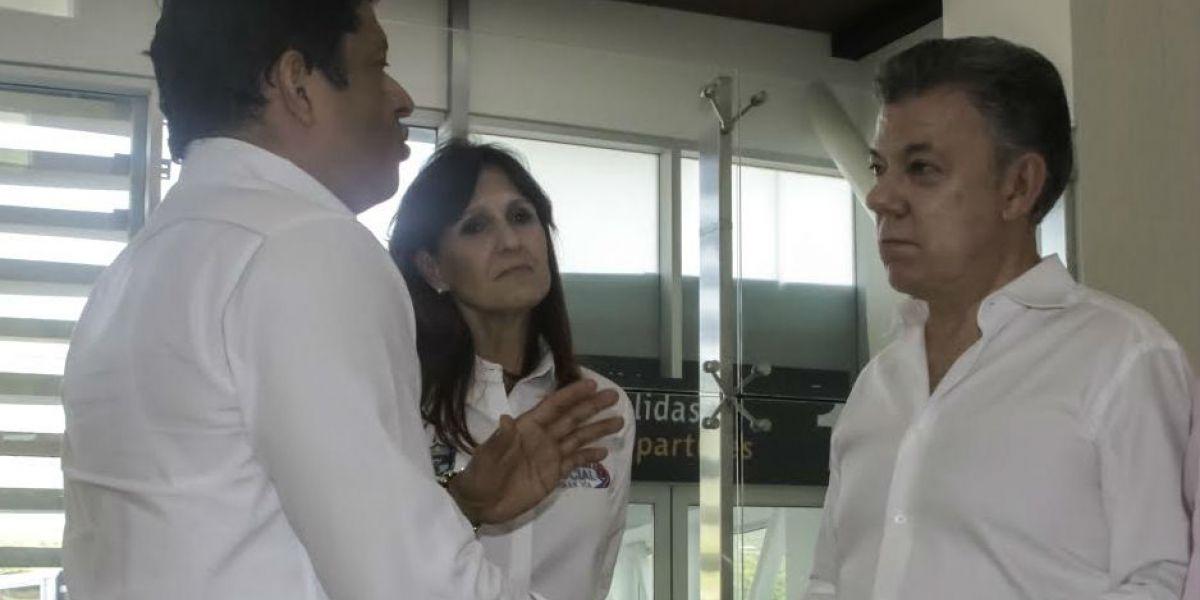 El rector de la Universidad del Magdalena, Pablo Vera Salazar, con el presidente, Juan Manuel Santos y la Gobernadora, Rosa Cotes.