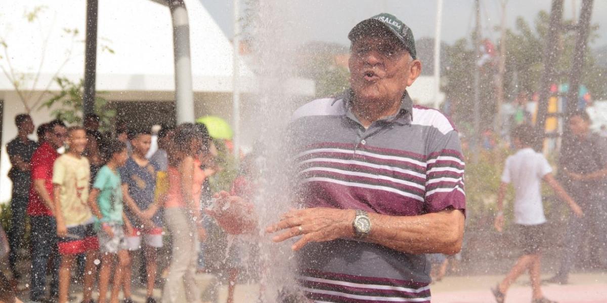 Los ancianos también tienen una zona destinada para ellos en el megaparque del agua.