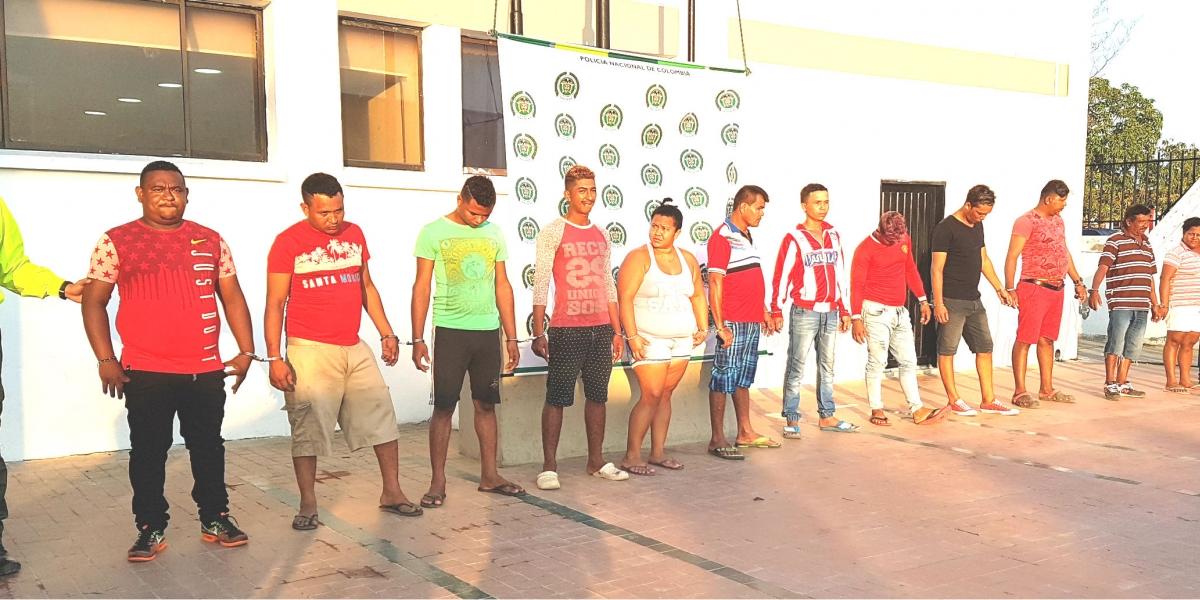 Eran 14 personas, incluyendo al jefe, 2 repartidores y 11 expendedores.