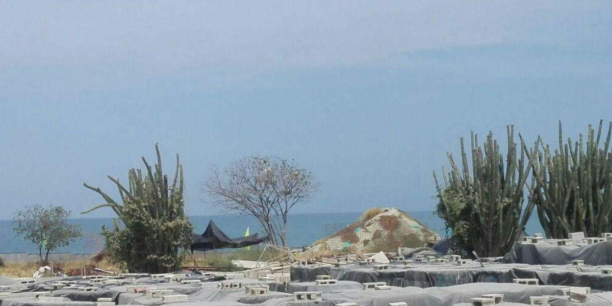 El olor llega a una obra cercana a playa de Bello Horizonte.