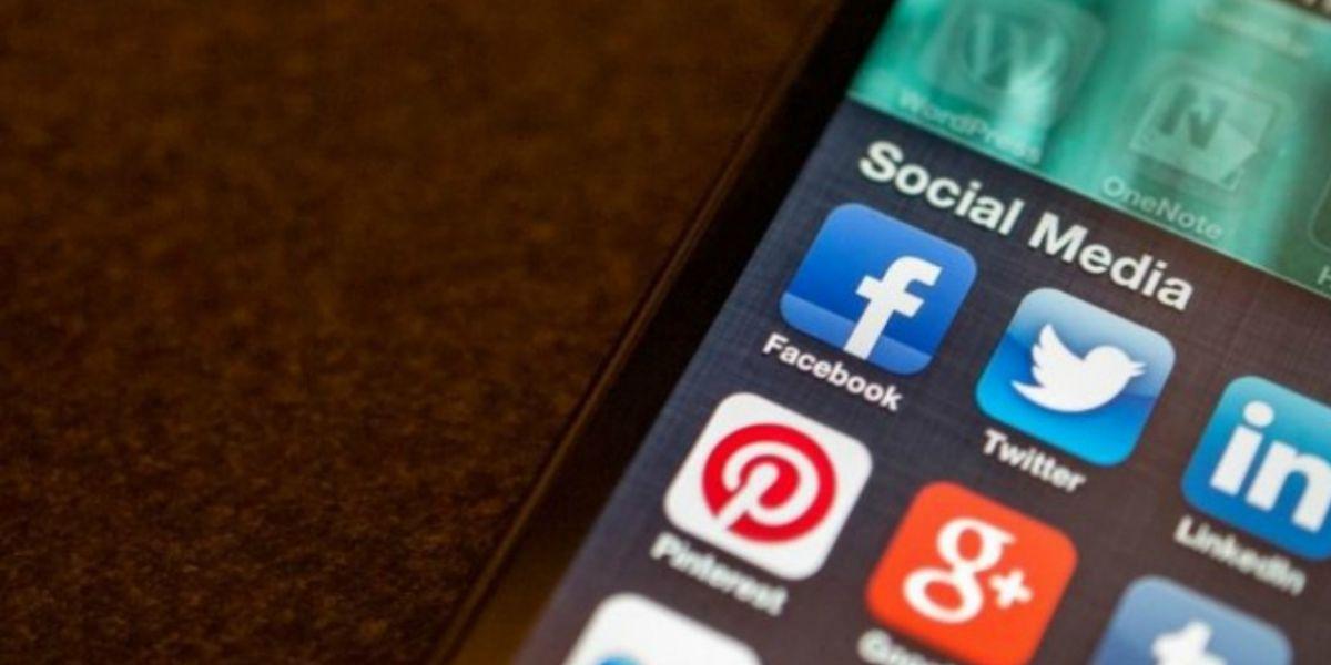 Redes sociales en un smartphone.