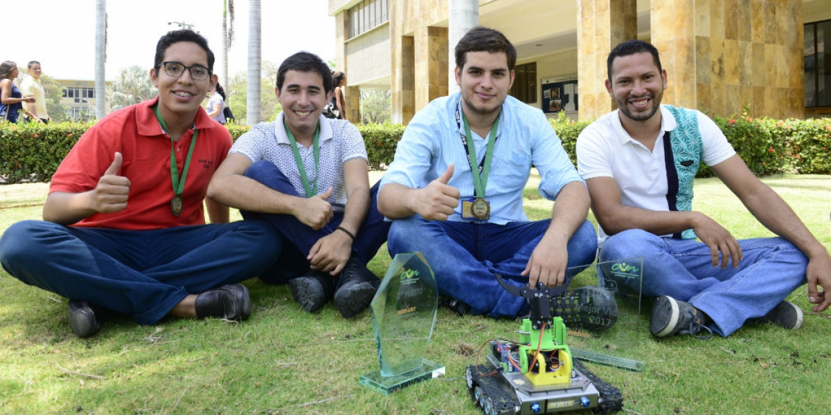 El grupo Magtrónica está conformado por los destacados estudiantes del programa de Ingeniería Electrónica Antonio Martinez, Miguel Polo, Ricardo Pupo y Daniel Cabas.