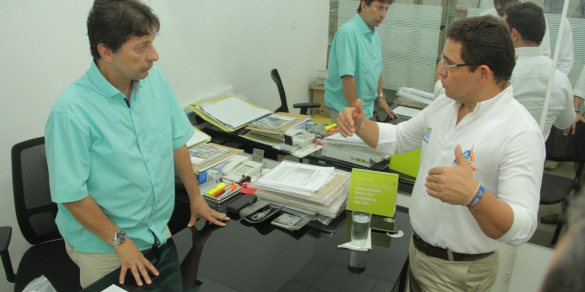 El alcalde Rafel Martínez le informa a Jorge Tamayo sobre la auditoría sorpresa.