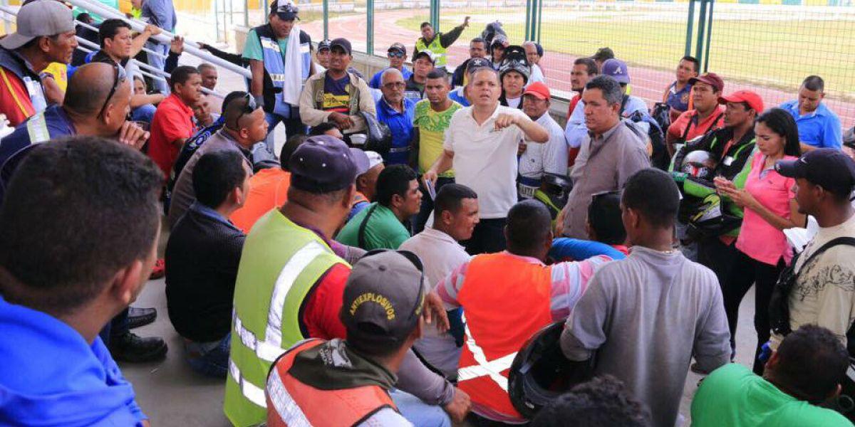 Alcalde Pérez reunido con los mototaxistas del municipio.