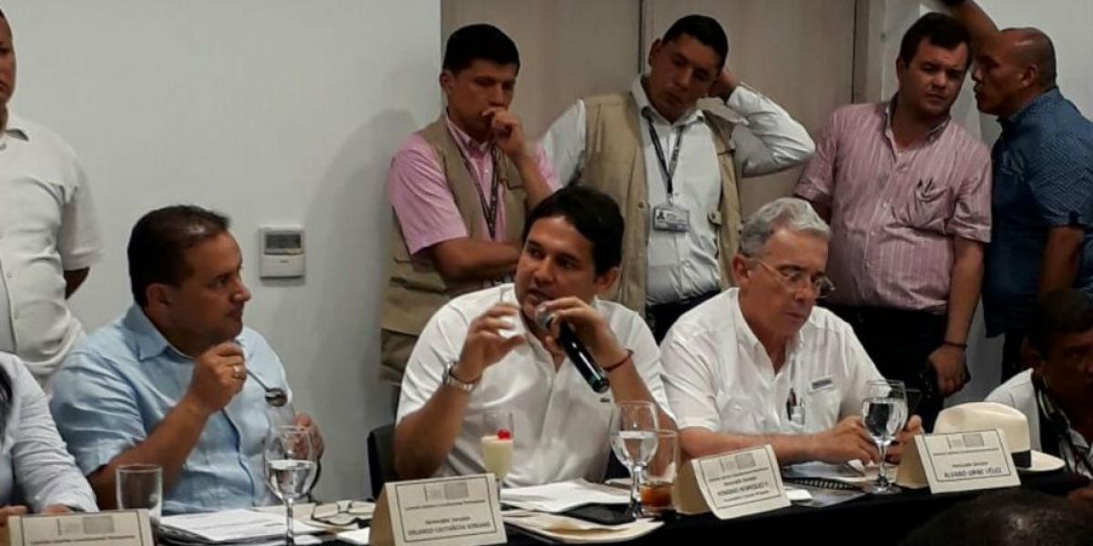 Senador Honorio Henríquez, durante la intervención en la sesión.