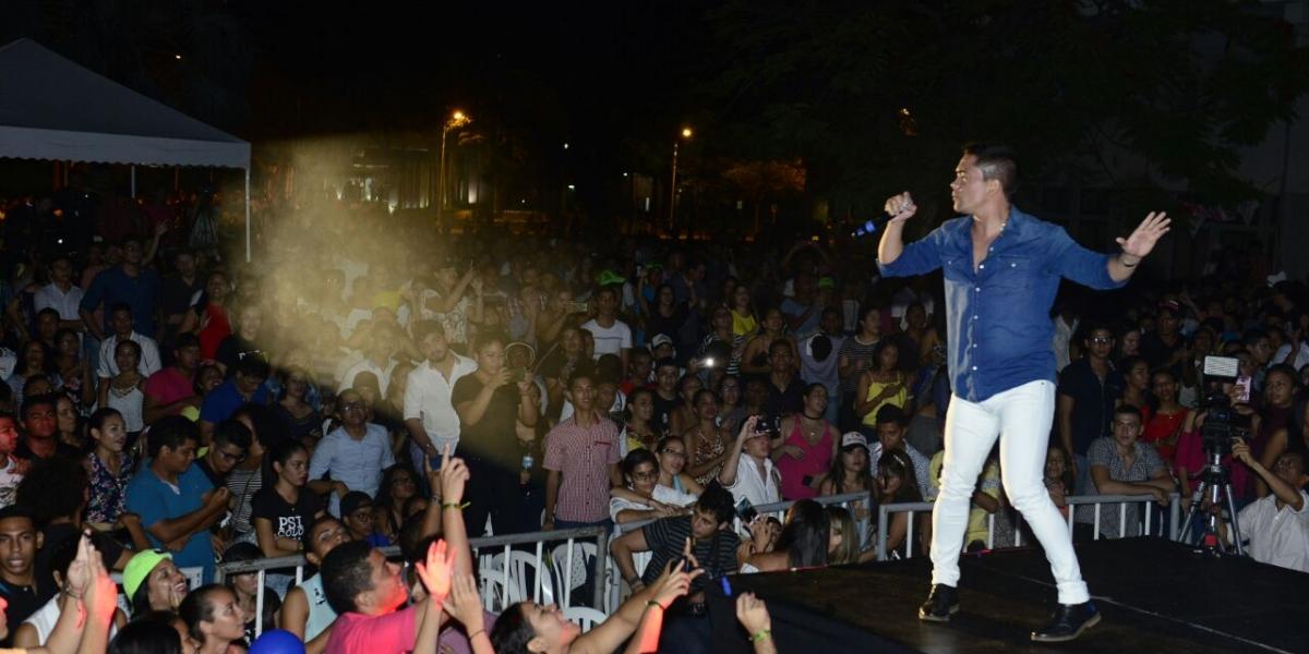 El cantante vallenato Michel Torres, en representación del departamento del Magdalena, hizo su presentación y fue merecedor de una gran ovación por parte del público.