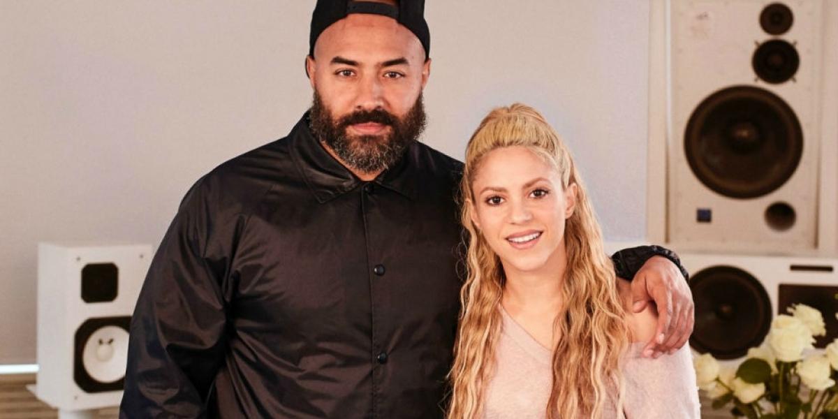 El Dj Ebro Darden junto a Shakira.