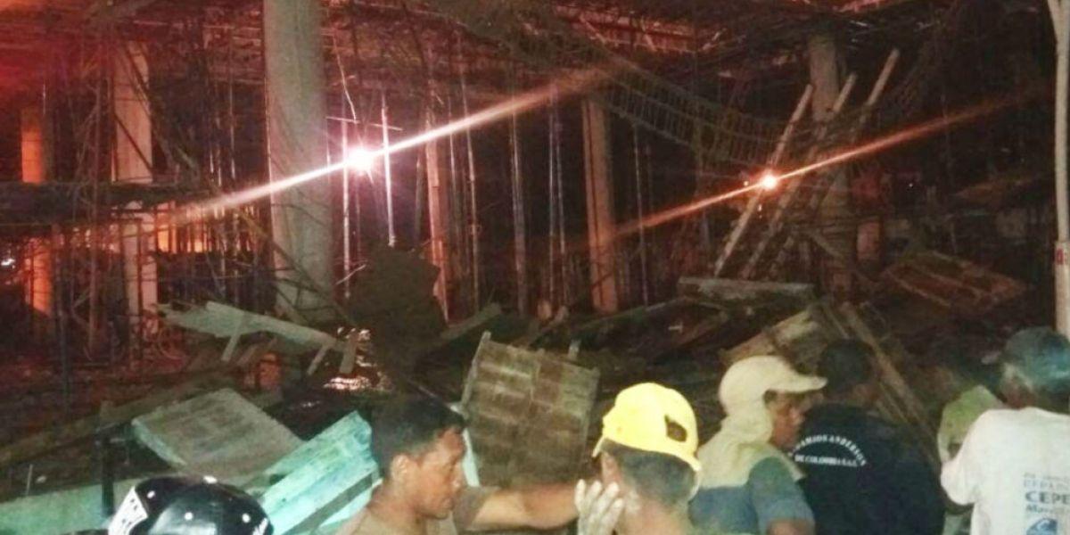 El desplome de la estructura ocurrió pasada las 7 de la noche.