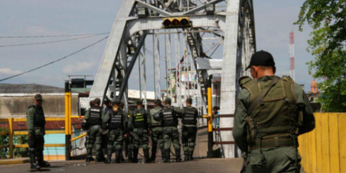 Militares en Frontera