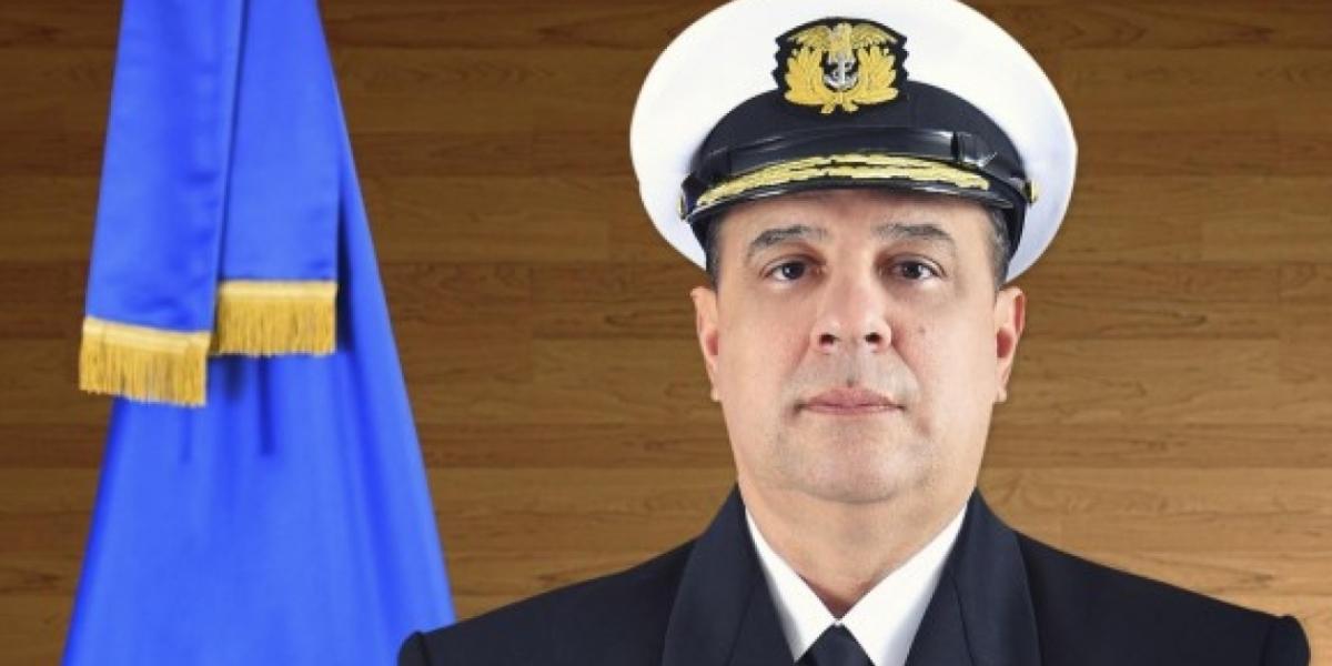 Almirante Leonardo Santamaría, comandante de la Armada, falleció este viernes a los 56 años.