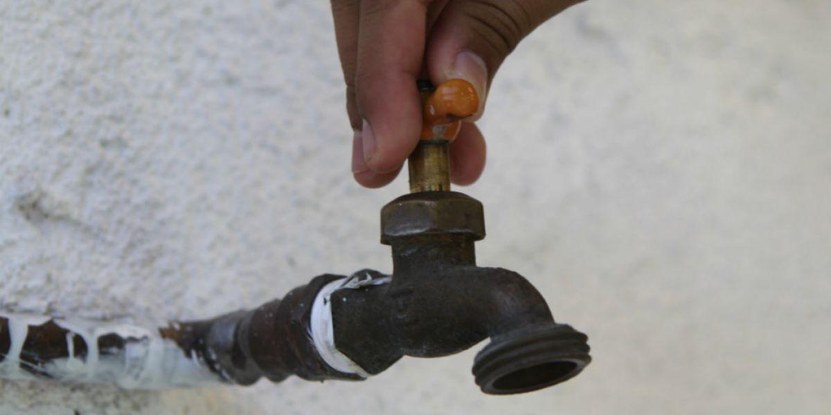 El agua será suspendida este domingo en siete barrios de la ciudad.