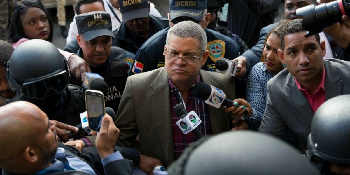 Roberto Rodríguez (c), exdirector de INAPA, es ingresado al Palacio de Justicia, como parte de las detenciones.