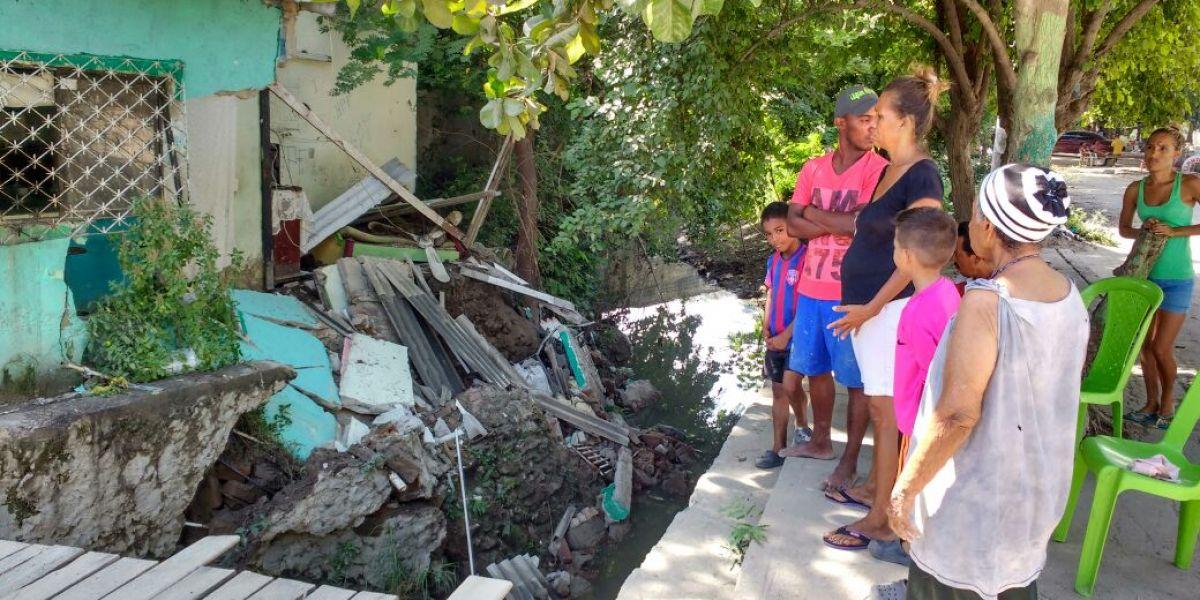 Preocupación entre los afectados y los habitantes del sector por el riesgo de derrumbe.