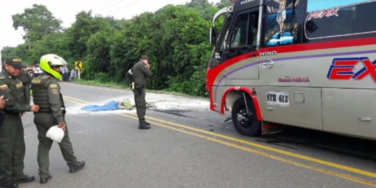 Patrullero muere en accidente de moto en vía Isabel López- Molinero.