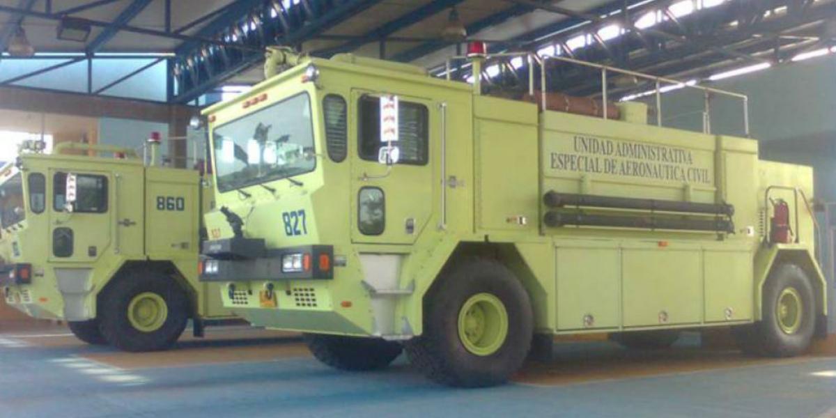 Estos son los dos camiones de Bomberos que operan en el aeropuerto de Santa Marta.