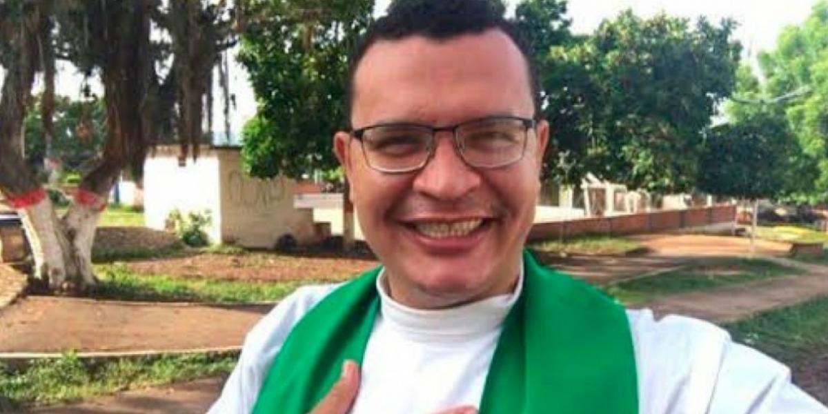 Juan Carlos Mendoza, sacerdote de la Polémica.