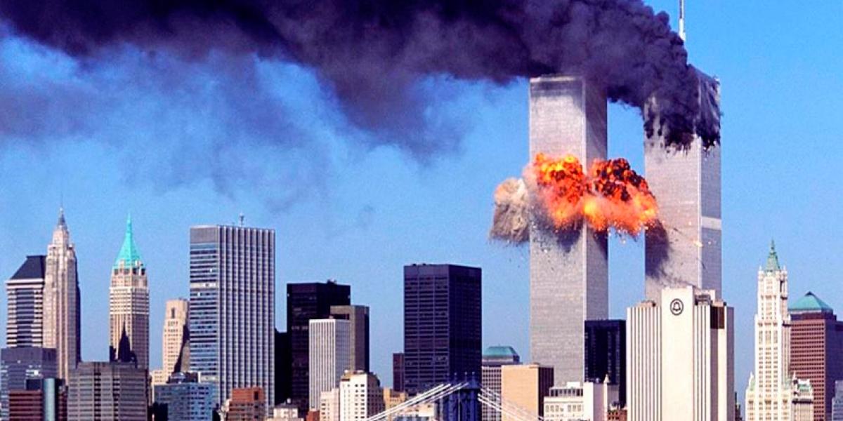 Las torres gemelas, incendiándose después del impacto de los aviones