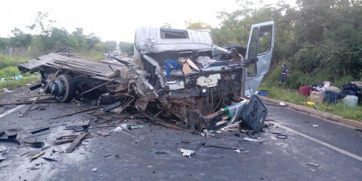 Multiple choque deja 13 muertos y 39 heridos.