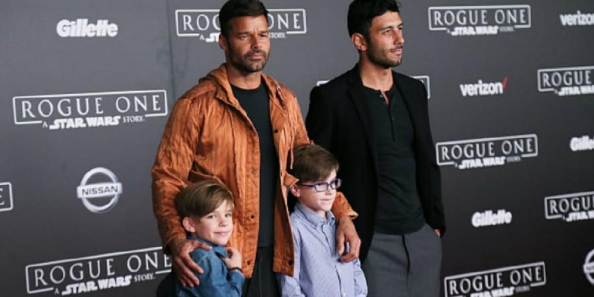 Ricky, su nuevo esposo y sus hijos.