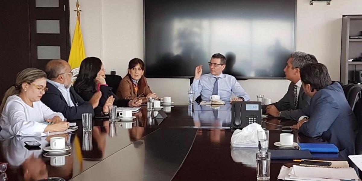 La reunión se llevó a cabo este martes en el despacho del ministro de Salud.