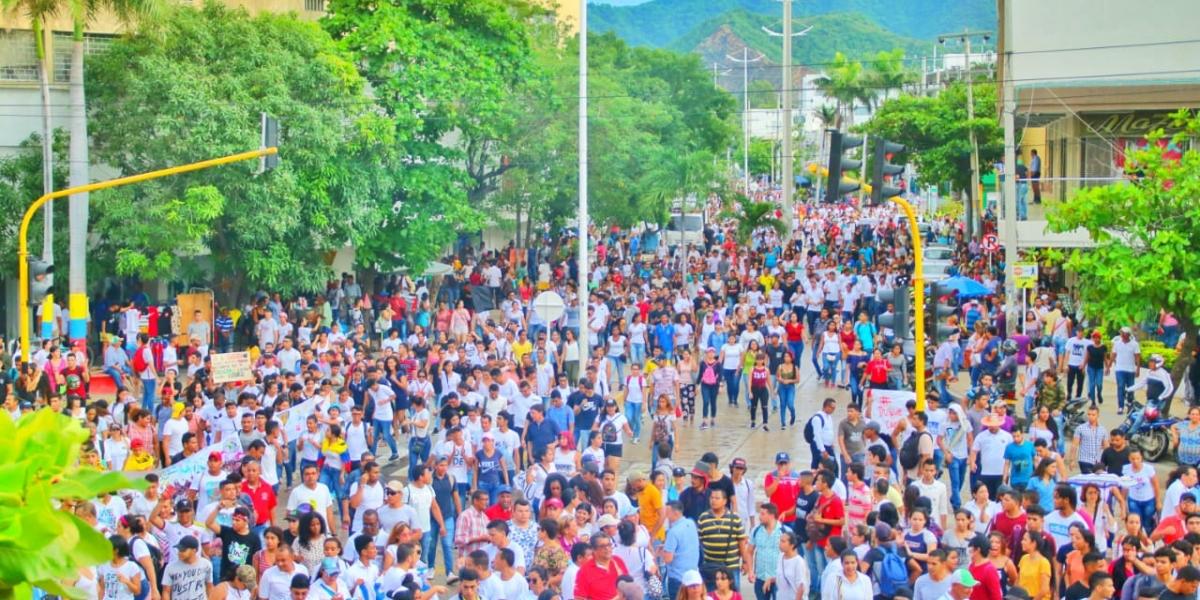 Aspecto de la manifestación en la carrera 5 con calle 22.
