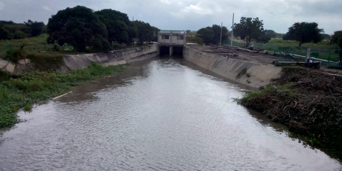 Las compuertas fueron construidas desde 1993 para los caños Aguas Negras y Renegado.