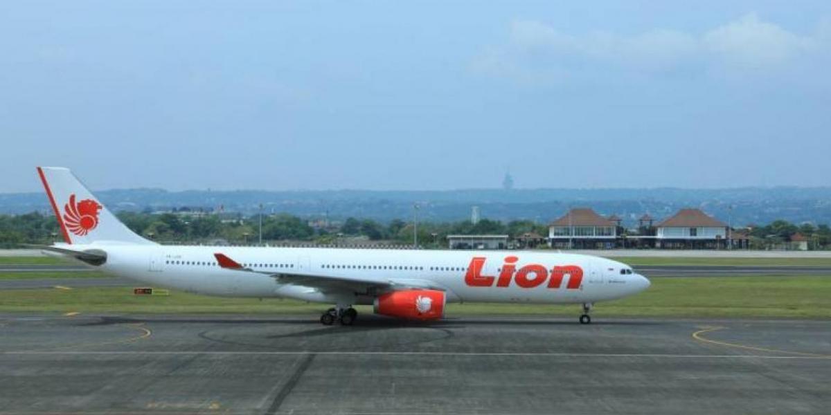 El avión desapareció 13 minutos después de despegar del aeropuerto de Yakarta.