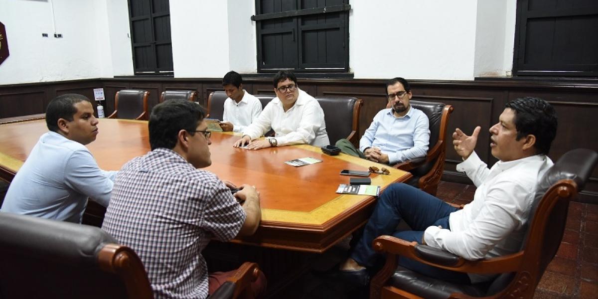 Previo al acto se reunieron con Pablo Vera Salazar, Rector de la Alma Máter, momento en el que intercambiaron diversas ideas para potencializar los emprendimientos sociales de los estudiantes de esta Casa de Estudios Superiores.