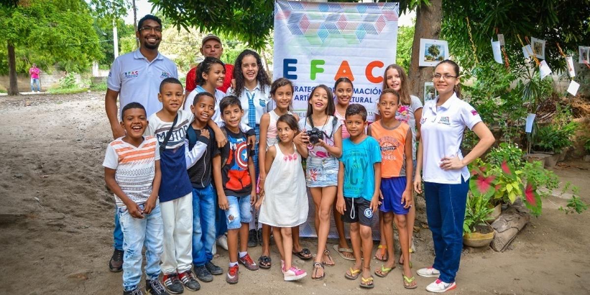 Los niños de la Efac muestran sus trabajos en las galerías callejeras.